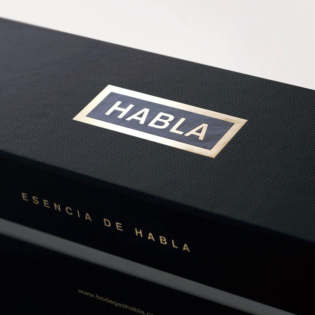 diseño de los vinos Habla - Valentín Iglesias - estuche esencia de Habla