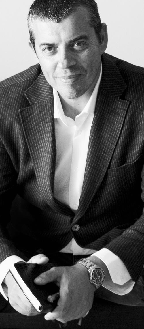 diseñadores graficos famosos - Valentín Iglesias diseñador gráfico y consultor de marcas
