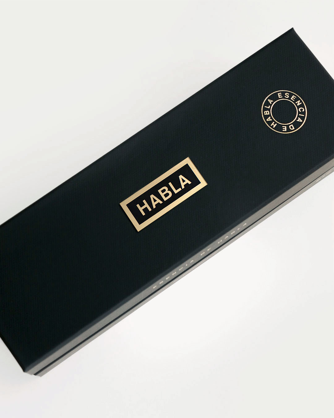 diseño de los vinos Habla - Valentín Iglesias - estuche magnum esencia de Habla